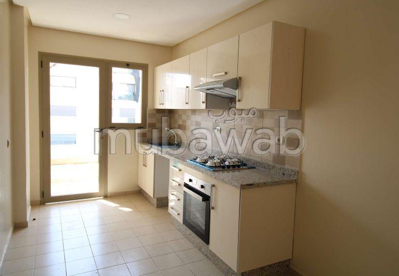 شقة للشراء ببوسكورة. المساحة الإجمالية 112.0 م². مصعد وشرفة.