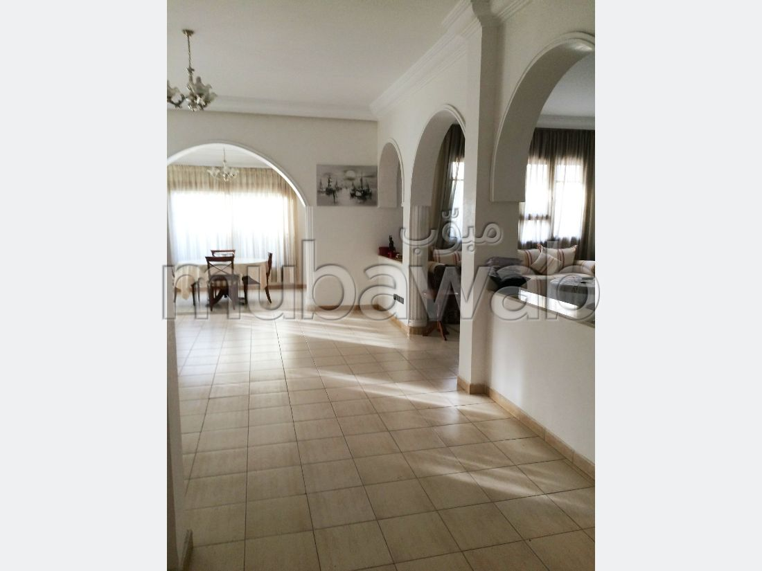 High quality villa for sale. 4 Small bedroom. Garden and garage.