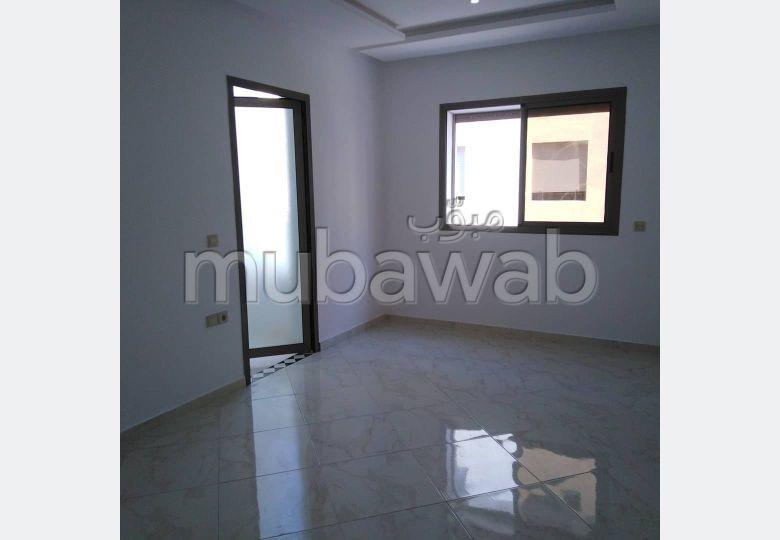 شقة للبيع بالقنيطرة. المساحة 123 م². مصعد وشرفة