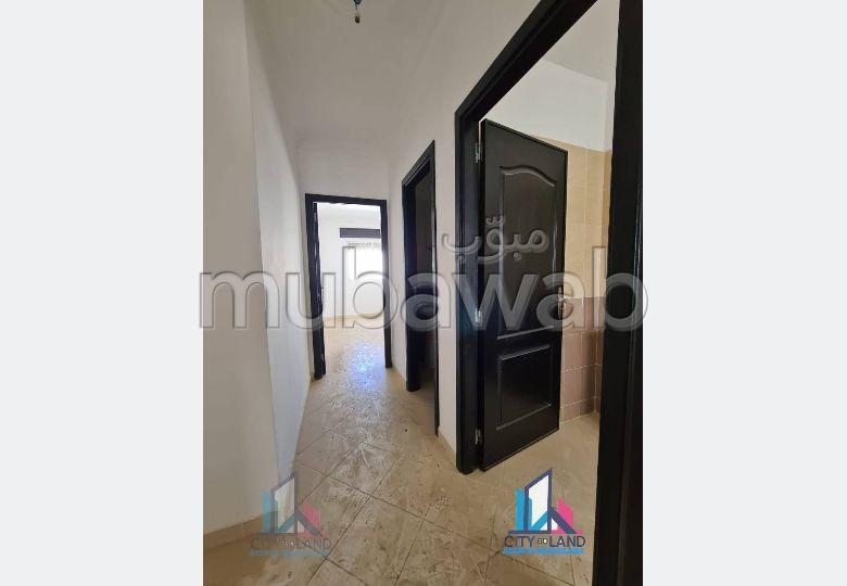 شقة رائعة للايجار ببوخالف. 2 غرف. مصعد متوفر.