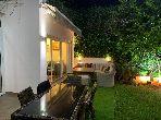 Villa de luxe à vendre à Ain Diab. Superficie 240.0 m². Jardin et terrasse