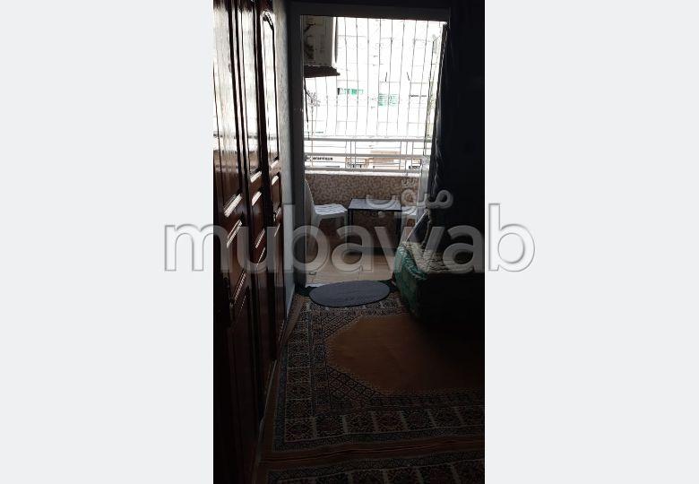 Bonito piso en venta. 3 Sala. Salón con decoración marroquí, sistema de parábola general.