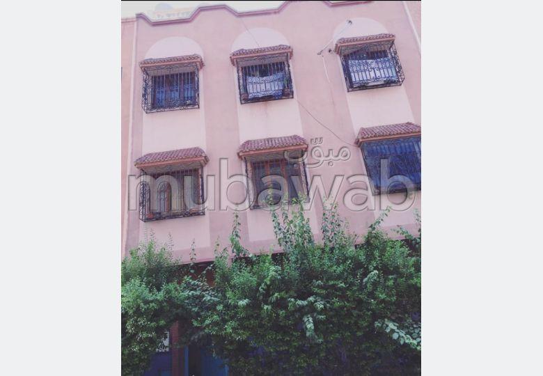 Maison à la vente à Marrakech. 18 grandes pièces. Belle terrasse et jardin