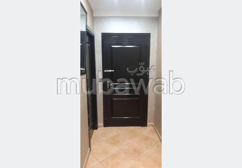 Se alquila este piso. Gran superficie 72.0 m². Seguridad in situ.