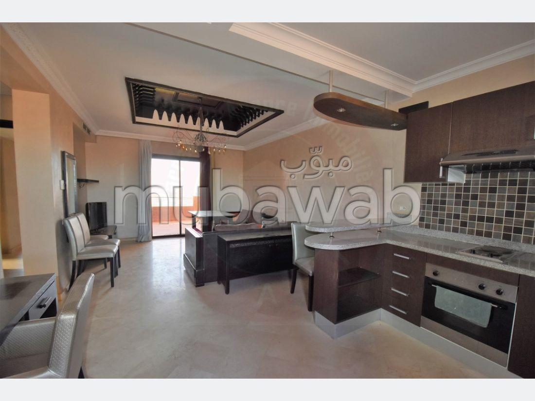 شقة للشراء بمراكش. 2 غرف جميلة. شرفة جميلة وحديقة.