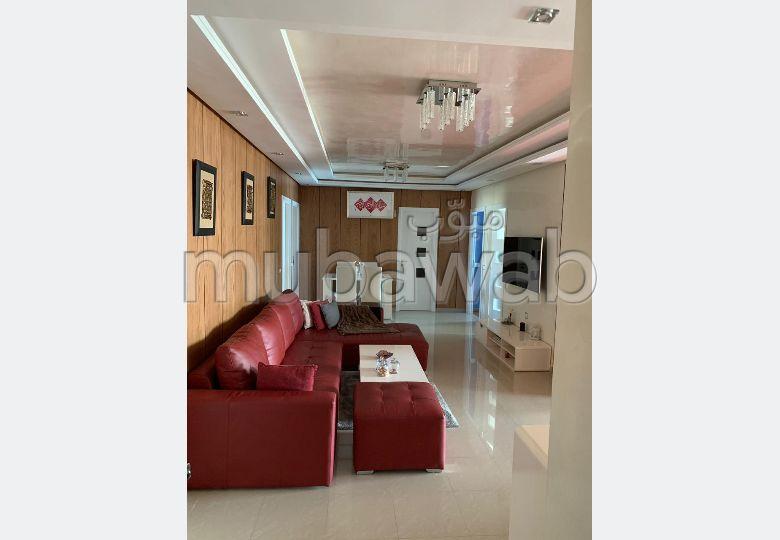 شقة جميلة للبيع ب الوفاق. 3 غرف ممتازة. صالة تقليدية ونظام طبق الأقمار الصناعية.