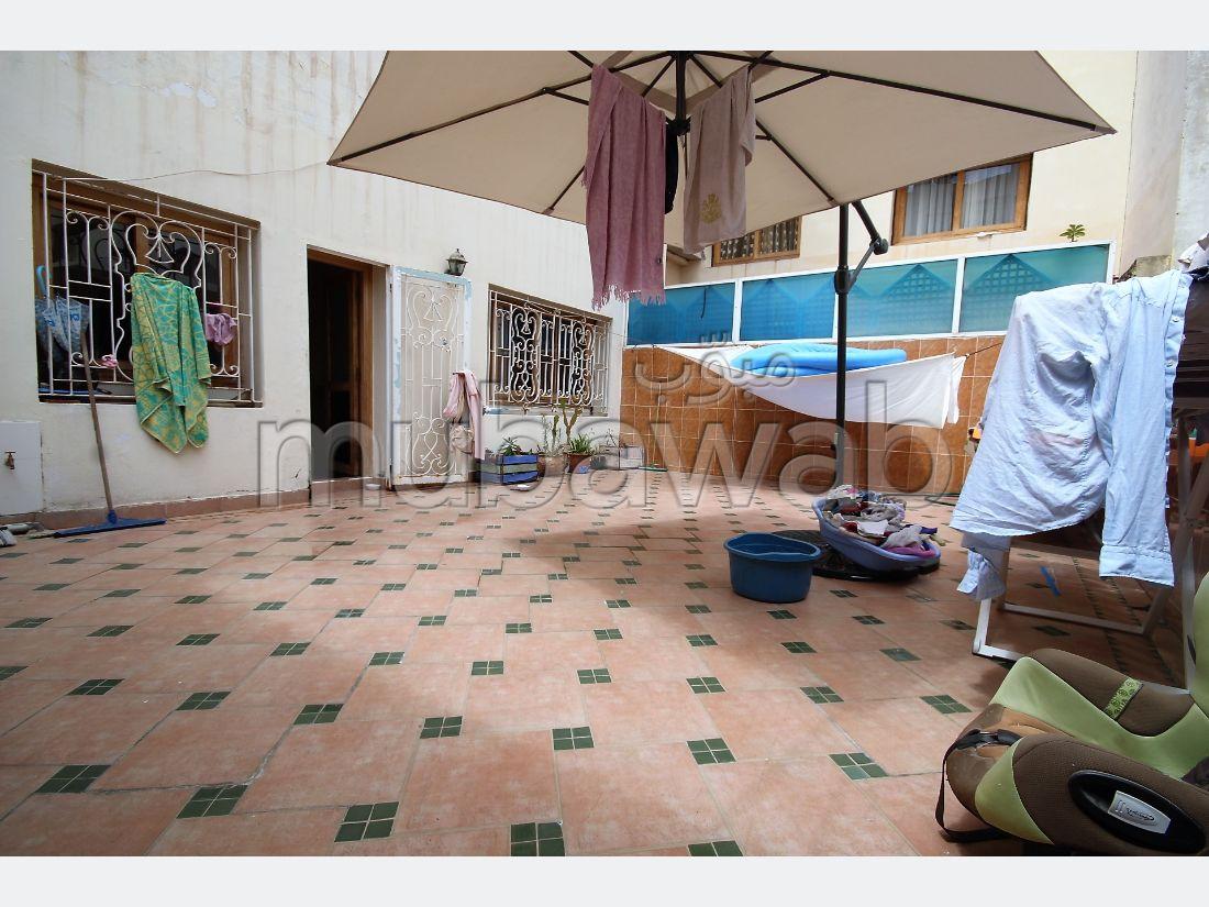 شقة رائعة للبيع بالدارالبيضاء. المساحة 210.0 م². شرفة ومصعد.