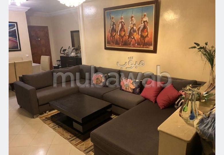 Se vende piso. 3 Sala. Salón tradicional, residencia segura.