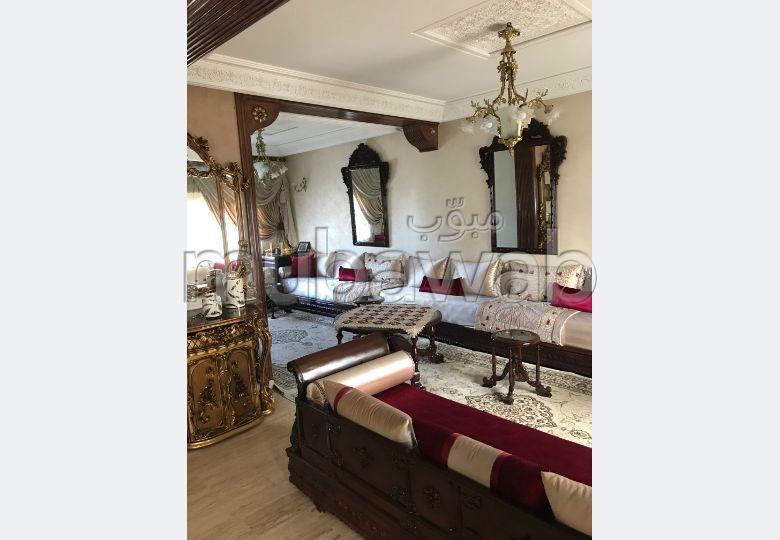 منزل ممتاز للبيع بطنجة. المساحة الإجمالية 279 م². إقامة بالبواب ، ومكيف هوائي.