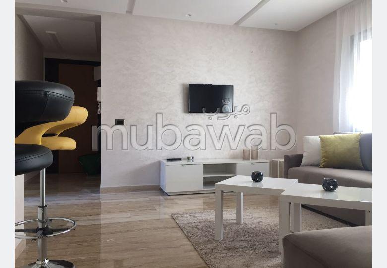 شقة رائعة للايجار ببلفدير. المساحة 50.0 م². شرفة ومصعد.