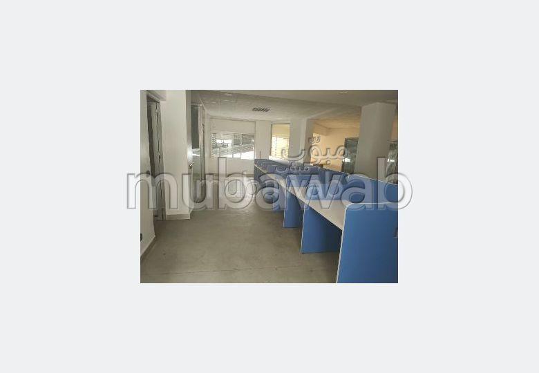 Bureaux en location à Agdal. Surface totale 220.0 m²