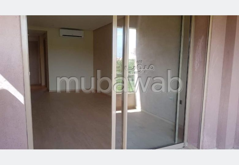 Very nice apartment for rent. 3 Practice. Terrace and garden.