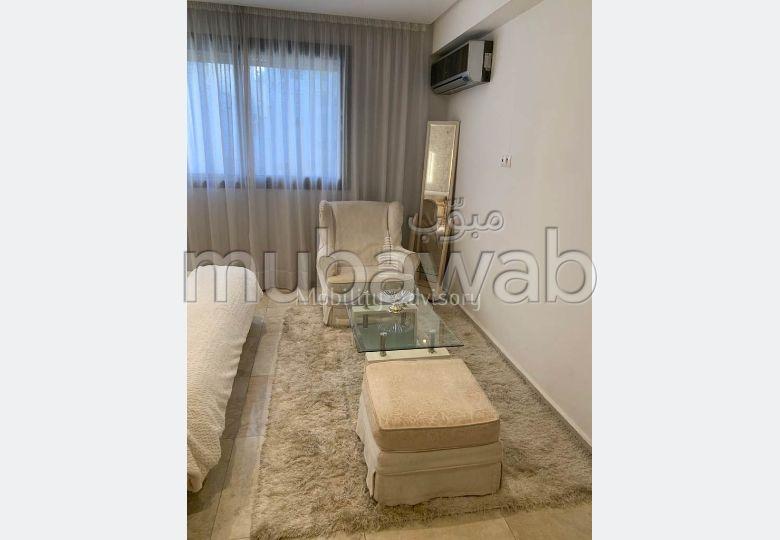 بيع شقة بالدارالبيضاء. المساحة الكلية 76.0 م². مع المرآب والمصعد.