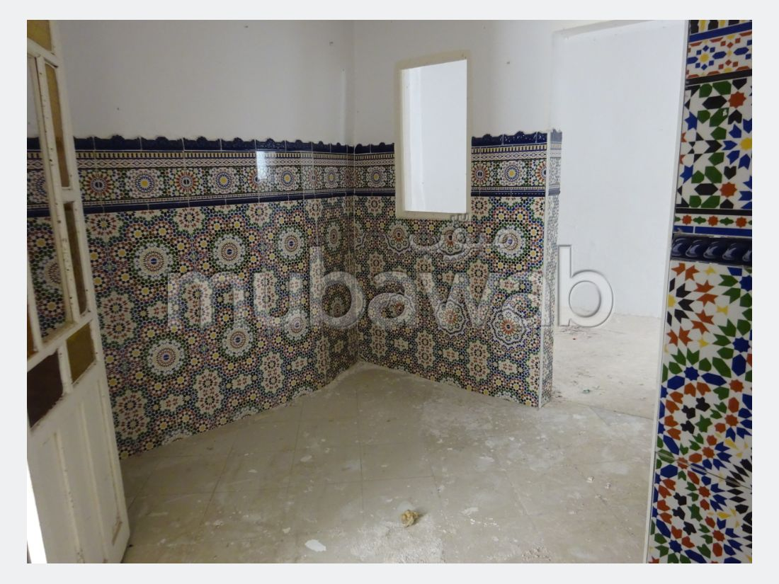 منزل جميل جدا للبيع بطنجة. المساحة 60 م². شرفة رائعة.