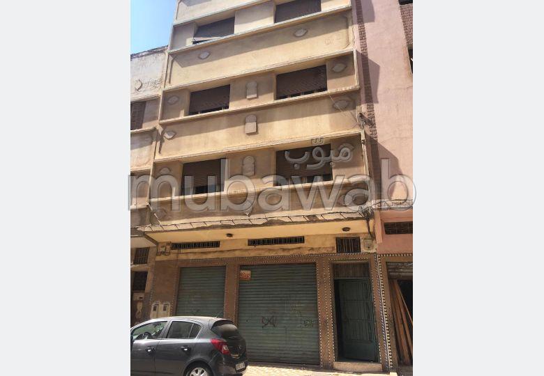 Superbe maison à vendre à Casablanca. Surface de 90.0 m². Salon traditionnel, antenne parabolique générale