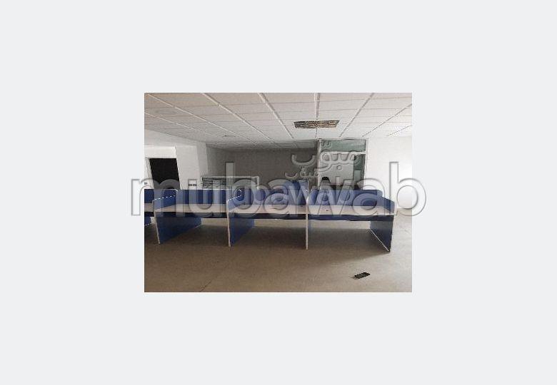 Bureaux en location à Agdal. Superficie 246.0 m²