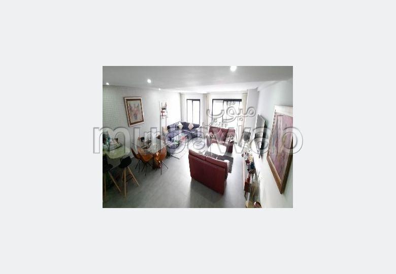 شقة رائعة للبيع بالدارالبيضاء. 3 قطع كبيرة. باب متين،إقامة محروسة.