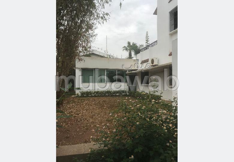 Villa à usage bureau à louer à rabat Hay Riad