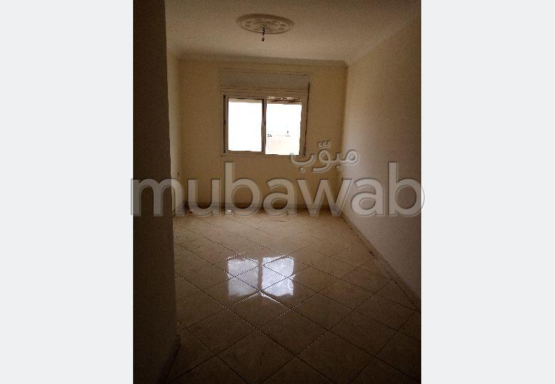 Bonito piso en venta. 6 Salas. Ascensor y terraza.