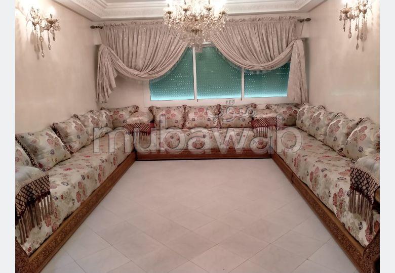 بيع شقة بفاس. المساحة الإجمالية 128.0 م². صالة تقليدية ونظام طبق الأقمار الصناعية.