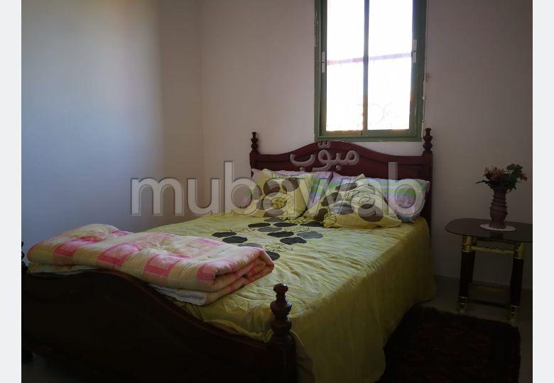 بيع شقة بمراكش. 2 غرف ممتازة. إقامة بالبواب ، ومكيف هوائي.