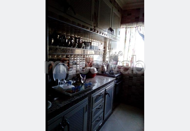 Bel appartement à vendre à allience darna oulfa. 3 grandes pièces. Porte blindée, antenne parabolique