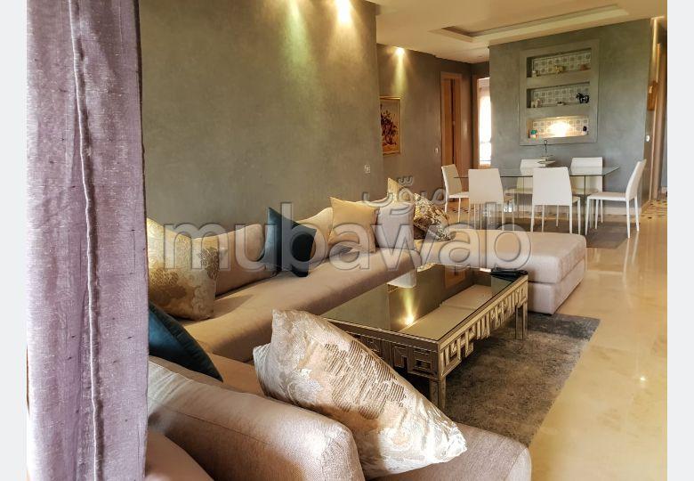 شقة رائعة للإيجار ببوسكورة. 3 غرف رائعة. الراحة الكاملة مع حمام سباحة ومدفأة.