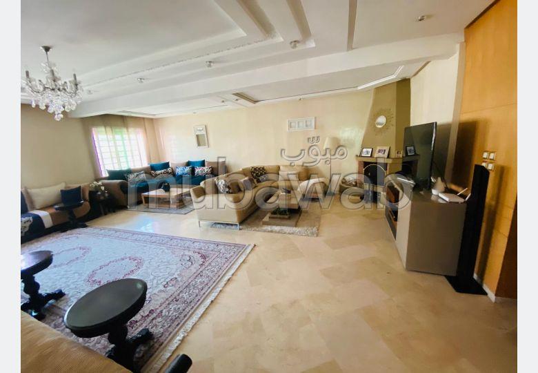 Bonito piso en venta. 4 Sala de estar. Salón marroquí y antena parabólica.