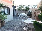 شقة جميلة للبيع بمراكش. 5 قطع كبيرة. أماكن وقوف السيارات وشرفة.