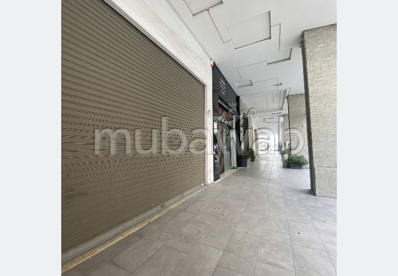 Offices & shops for sale. Small area 617.0 m². Large terrace.