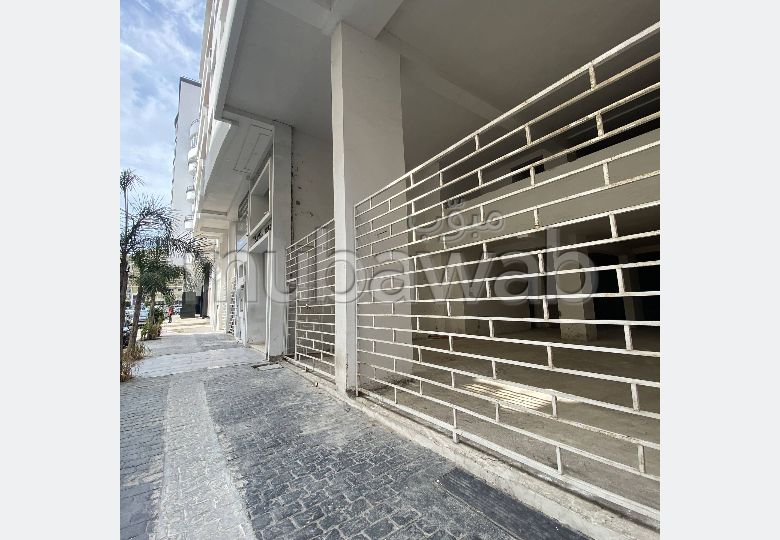 Offices & shops for sale. Surface area 221.0 m². Caretaker available.