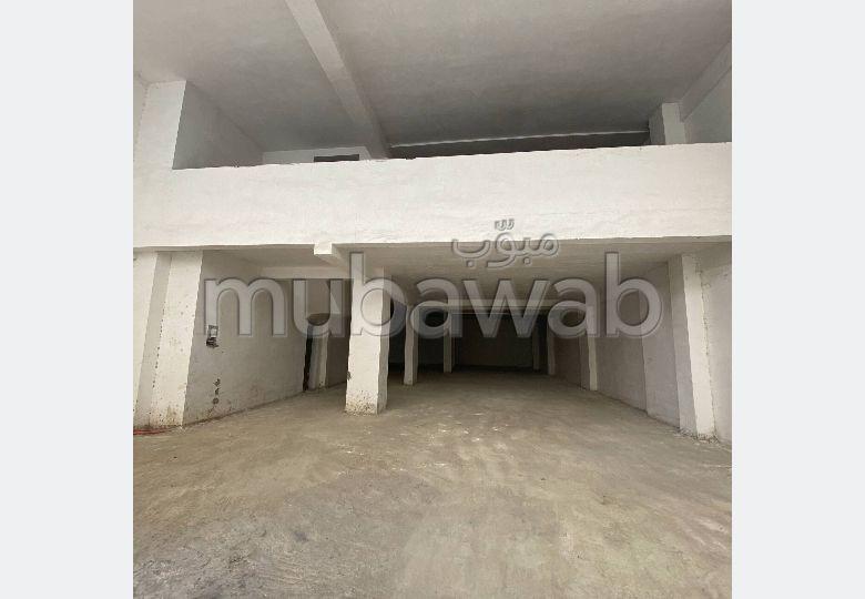 مكاتب ومحلات للبيع بطنجة. المساحة الكلية 221.0 م². بواب.