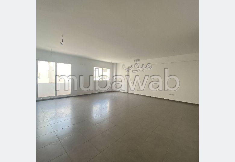Oficinas en venta. Dimensión 91 m². Conserje y aire condicionado.