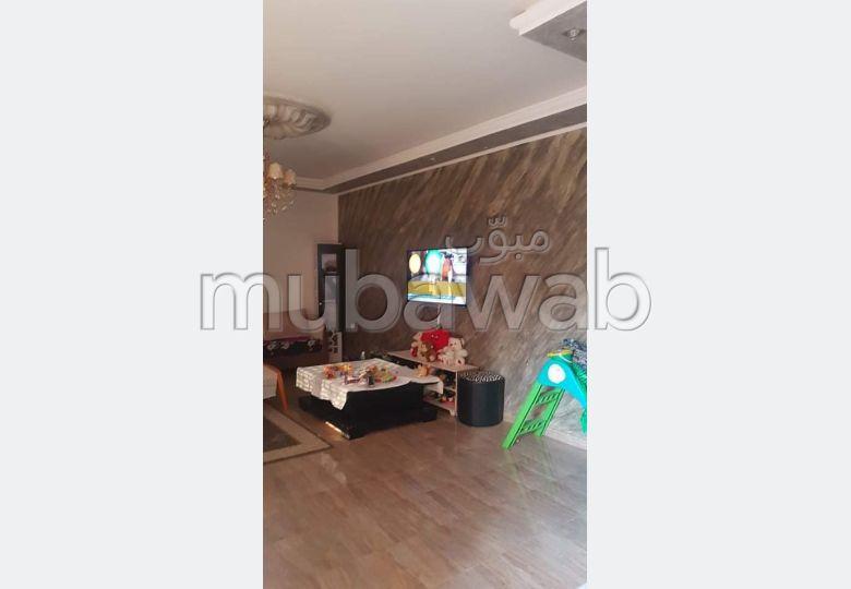 Maison à acheter. Surface totale 250 m². Système de climatisation.
