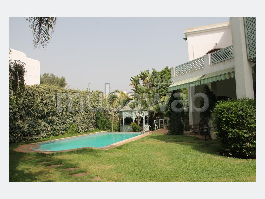 منزل فخم للبيع بالدارالبيضاء. 10 قطع. شرفة وحديقة.