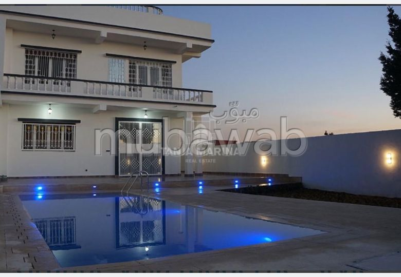 Magnificent villa for sale. Large area 860.0 m². Residence with swimming pool, Air conditioning.