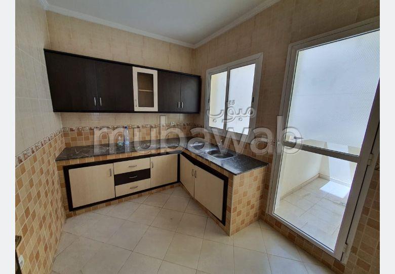 شقة جميلة للبيع بطنجة. المساحة الإجمالية 62.0 م². شرفة ومصعد.