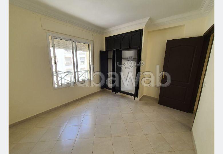 Busca pisos en venta. 8 Salas. Sin ascensor, gran terraza.