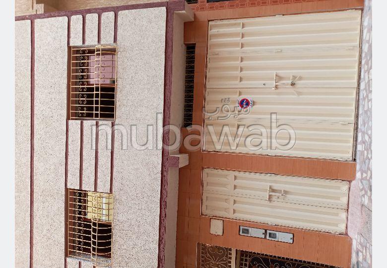 Maison à la vente à Casablanca. 5 chambres. Porte blindée, antenne parabolique