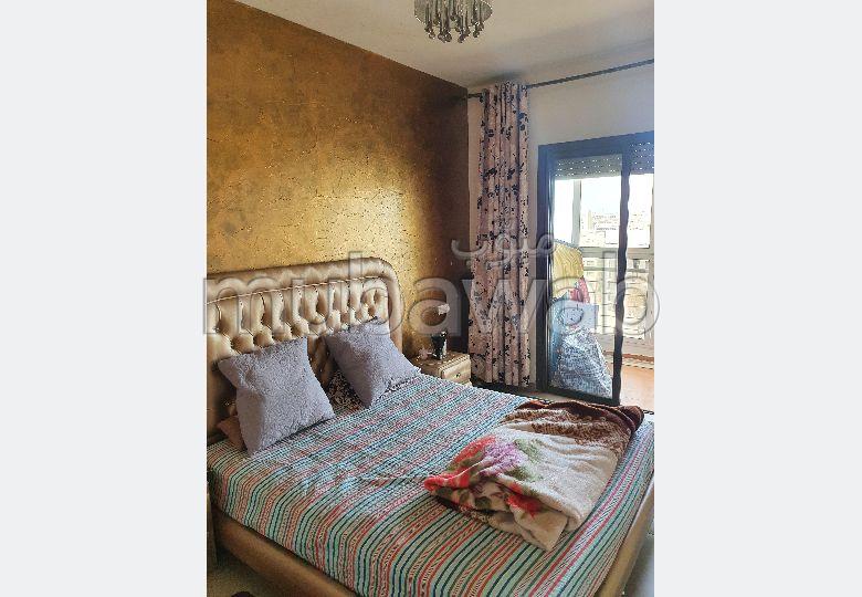 Maison à l'achat à Casablanca. 3 chambres agréables. Système de parabole et résidence sécurisée