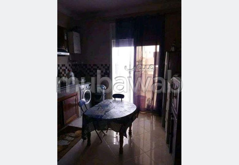 شقة للشراء بالقنيطرة. المساحة الإجمالية 171 م². شرفة ومصعد.