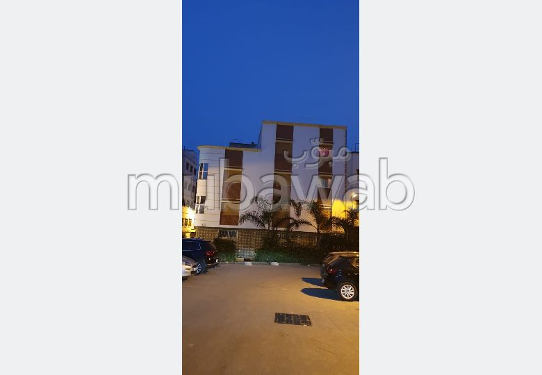 Piso en venta. Dimensión 125.0 m². Salón marroquí tradicional, residencia segura.