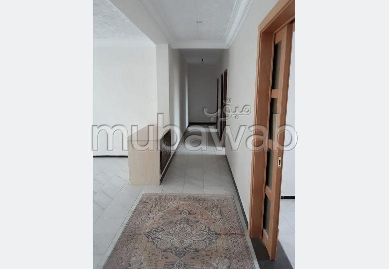 استئجار شقة بطنجة. 3 غرف جميلة. مصعد.