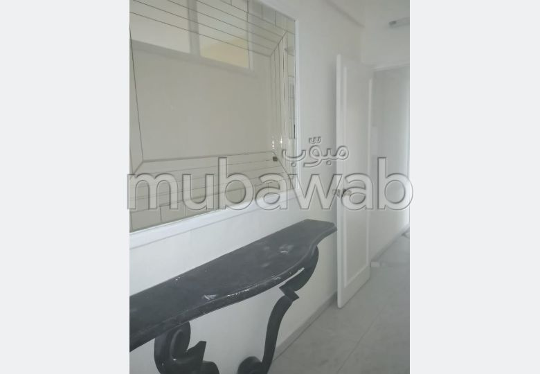 Flat for rent. Area 90.0 m². Fireplace and caretaker service.