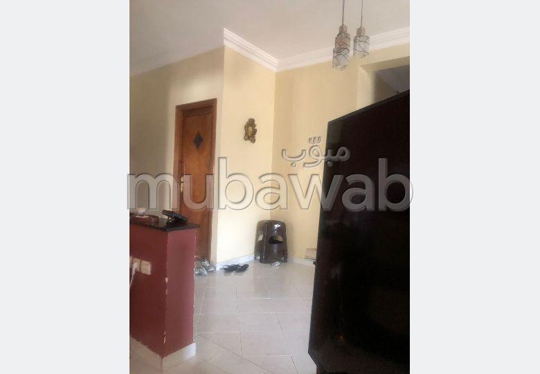 شقة للبيع بتاركة. 4 غرف جميلة. صالون مغربي.