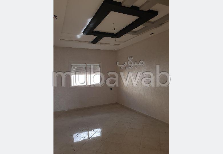 Vente d'un bel appartement à Kénitra. 2 chambres. Cuisine entièrement équipée