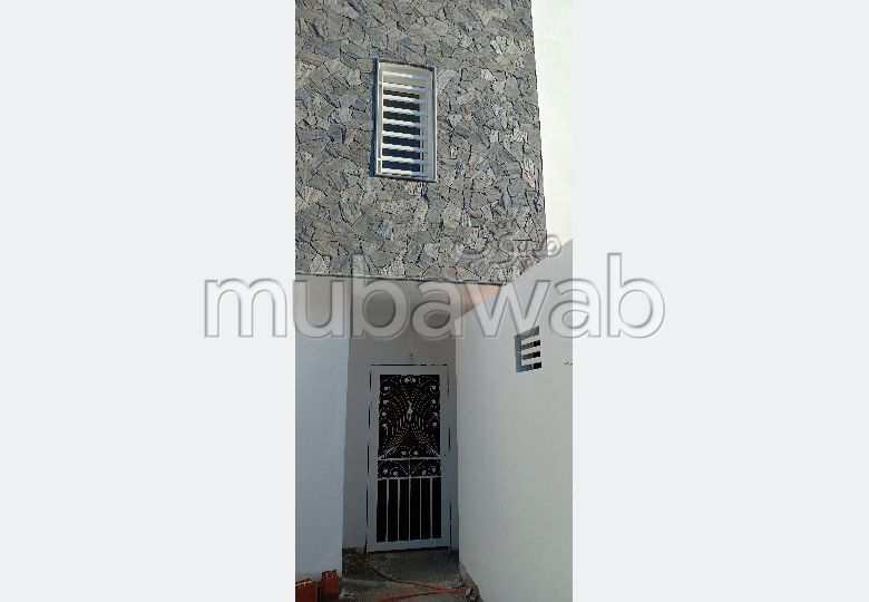 Fabulous house for sale. 4 Large room. Traditional Moroccan living room, secured residence.