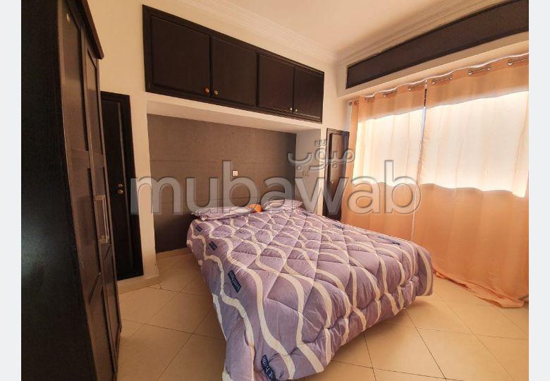 شقة جميلة للبيع بمراكش. المساحة الإجمالية 65.0 م². إقامة بالبواب ، ومكيف هوائي.