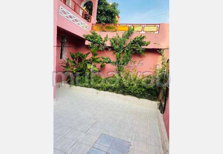 High quality villa for sale. 5 beautiful rooms. Garage and terrace.