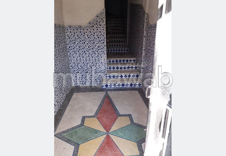 Beautiful house for sale. 3 Small bedroom. Parking spaces and terrace.
